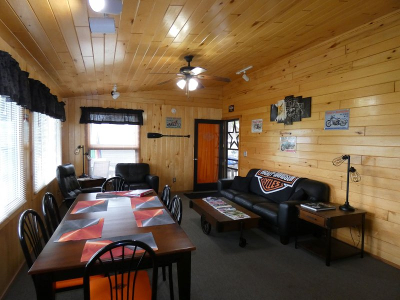 Cabin1_Livingroom