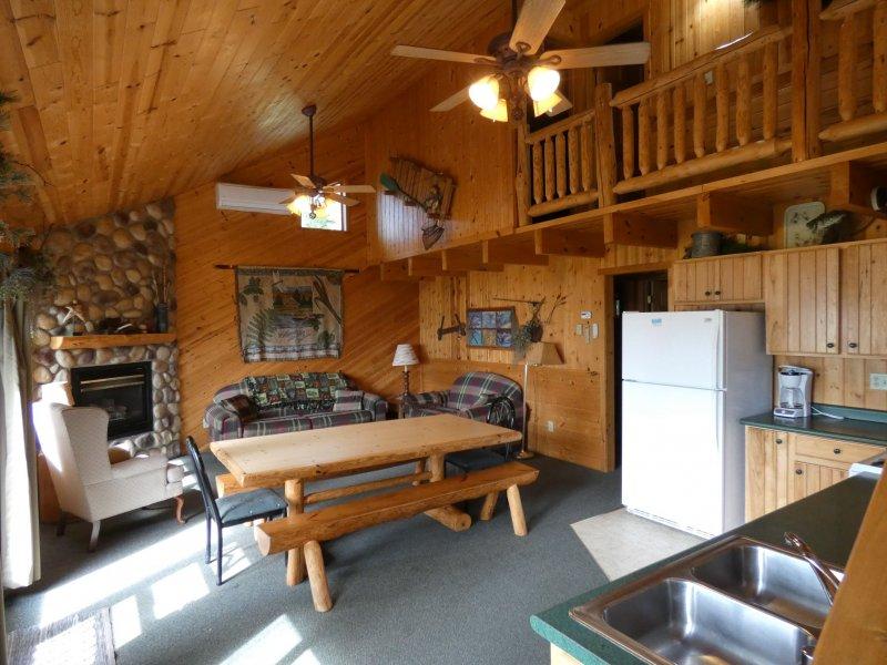 Cabin10_Livingroom
