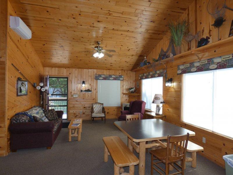 Cabin12_Livingroom