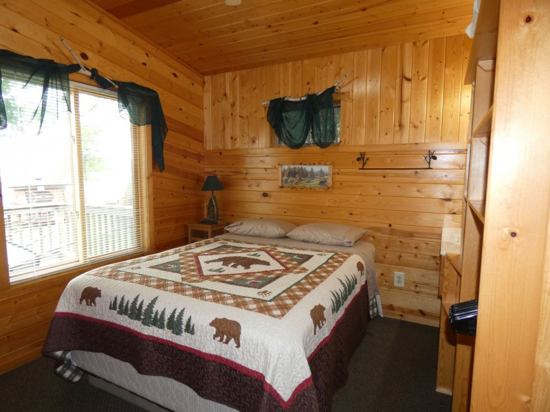 Cabin5_Bedroom 2