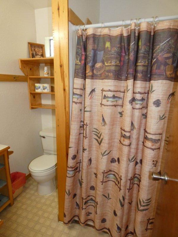 Cabin9_Bathroom 2