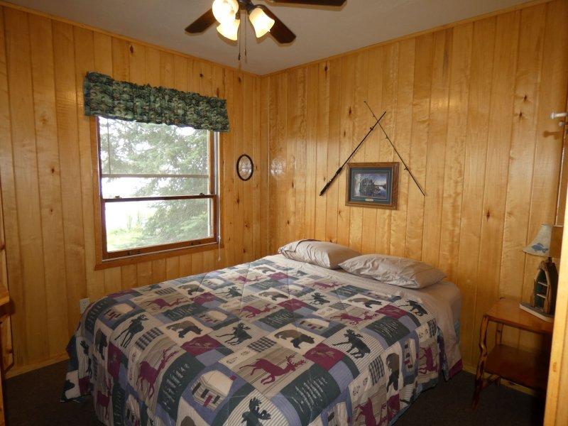 Cabin9_Bedroom 3