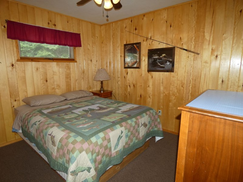 Cabin9_Bedroom 4